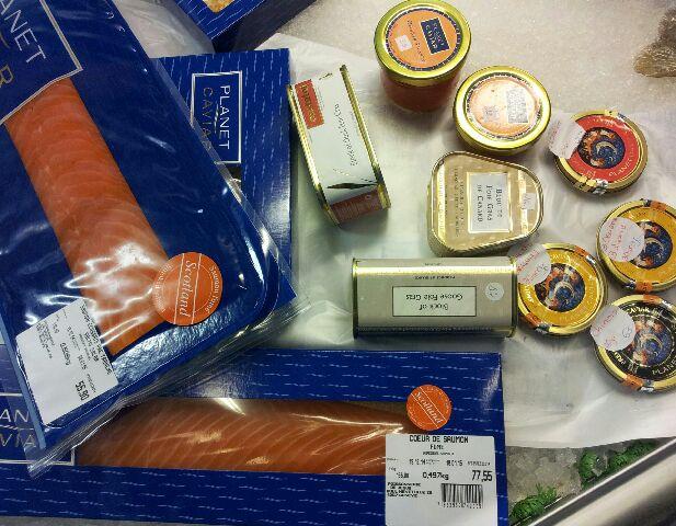 saumon, caviar, foie gras
